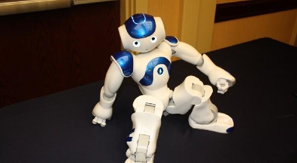 法国仿生机器人nao来了 长相萌萌的还会打太极
