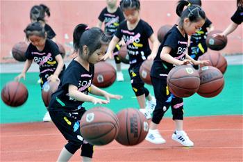 江西德興:花樣籃球迎六一