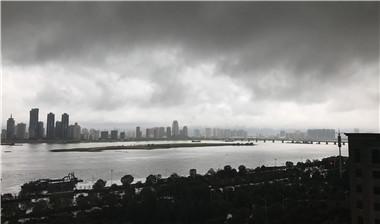 延時拍攝:南昌遭遇暴雨襲擊