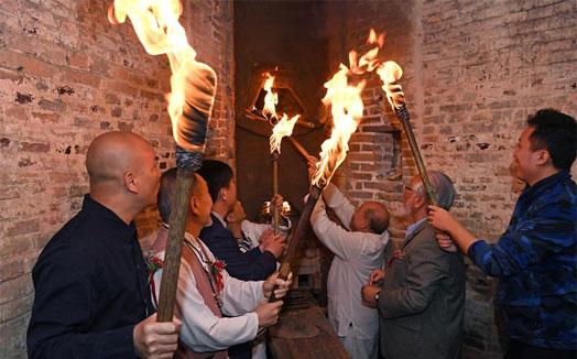 景德鎮舉行清代鎮窯復燒點火儀式