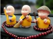 交警:在車上貼挂卡通玩偶存在安全隱患