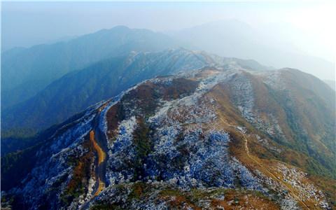 航拍江西石城八卦脑雾凇景观如北国风光