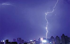 雷電暴雨冰雹閃襲贛北贛中
