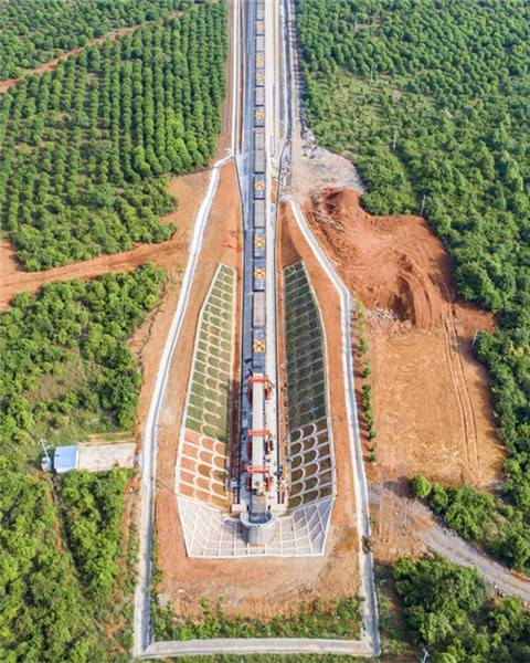 航拍国内最长运煤专线蒙华铁路