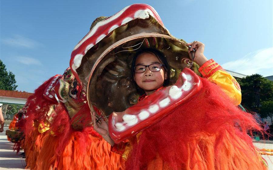 江西泰和:舞狮进校园