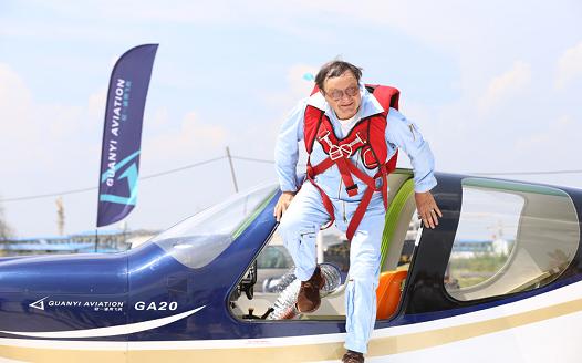 国产通用飞机GA20在南昌顺利首飞