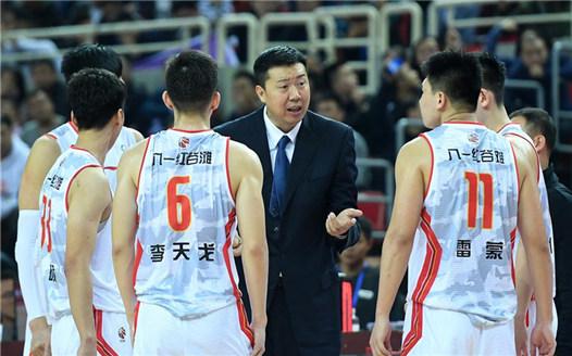 籃球——王治郅首次以主教練身份亮相CBA新賽季賽場