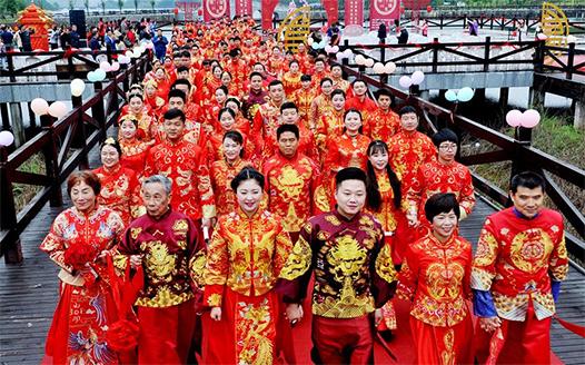 江西德興:集體婚禮倡節儉