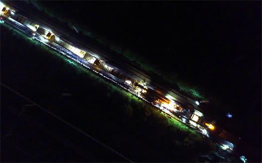 夜幕下的鐵路檢修人