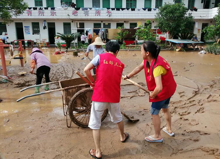 江西瑞金:洪災過後自救忙