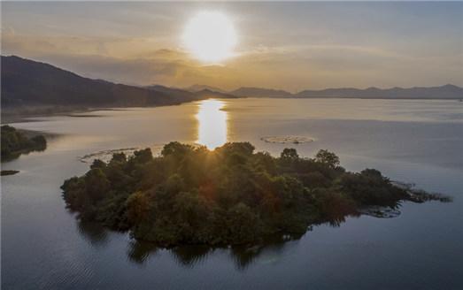 江西仙女湖:夕陽西下 霞光滿天
