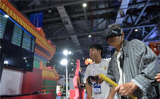 """江西南昌:家門口樂享""""科技盛宴"""""""