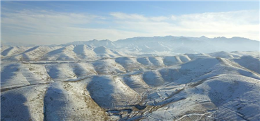 祁連山下冬景如畫