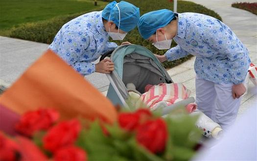 江西南昌:7月齡新冠肺炎患兒治愈出院