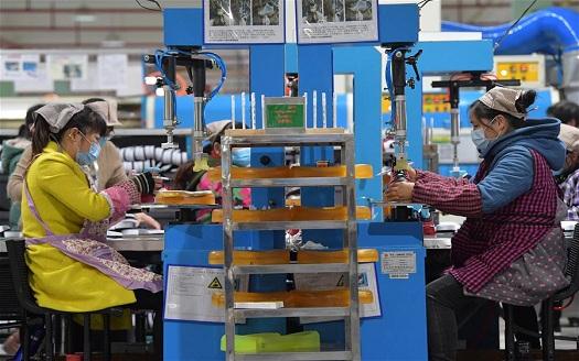 江西南昌:企業復工復産 趕制外貿訂單
