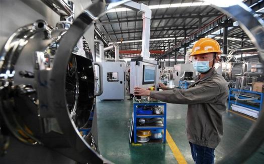 江西宜春:加緊生産保供應