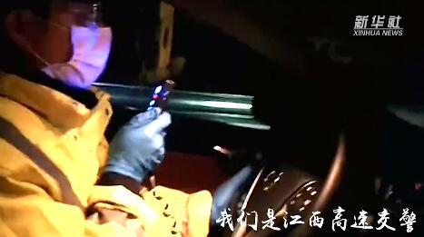 17臺車400余人返崗復工!江西高速交警徹夜護送