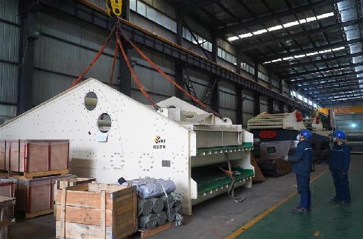南昌:復工復産 礦山大型機械設備發往東歐