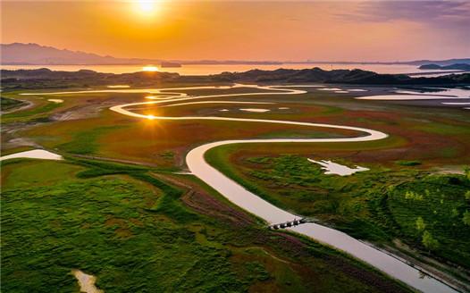 江西湖口:古橋流水映晚霞