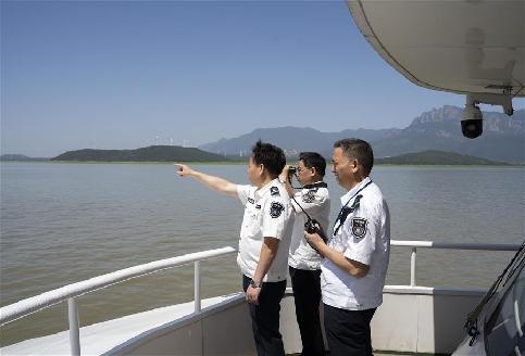 """鄱陽湖開展""""清湖活動"""" 打擊非法捕撈"""