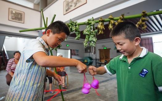 江西南昌:文化大院裏感受端午民俗