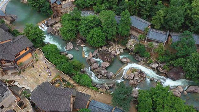 航拍江西上饒望仙谷 澗瀑清流景致如畫
