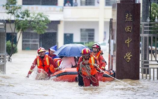 江西都昌遭暴雨襲擊 400余名師生安全轉移