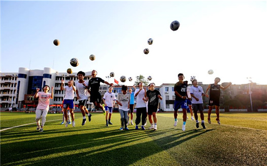 江西靖安:暑期足球樂
