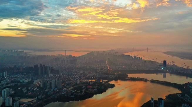 江西九江:霞染潯陽城 盡顯生態美