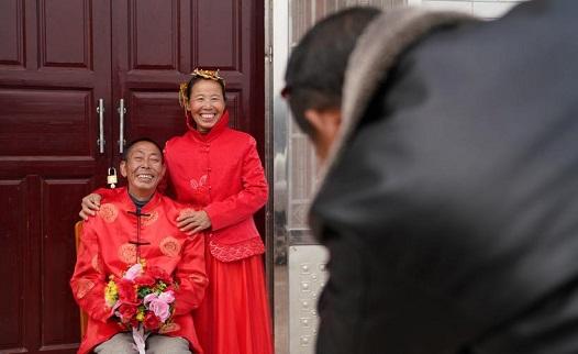 遲到35年的婚紗照